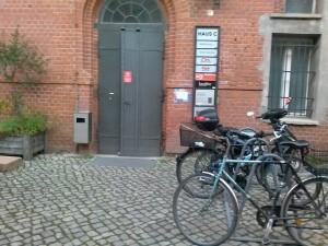 wejście do Fab Lab Berlin